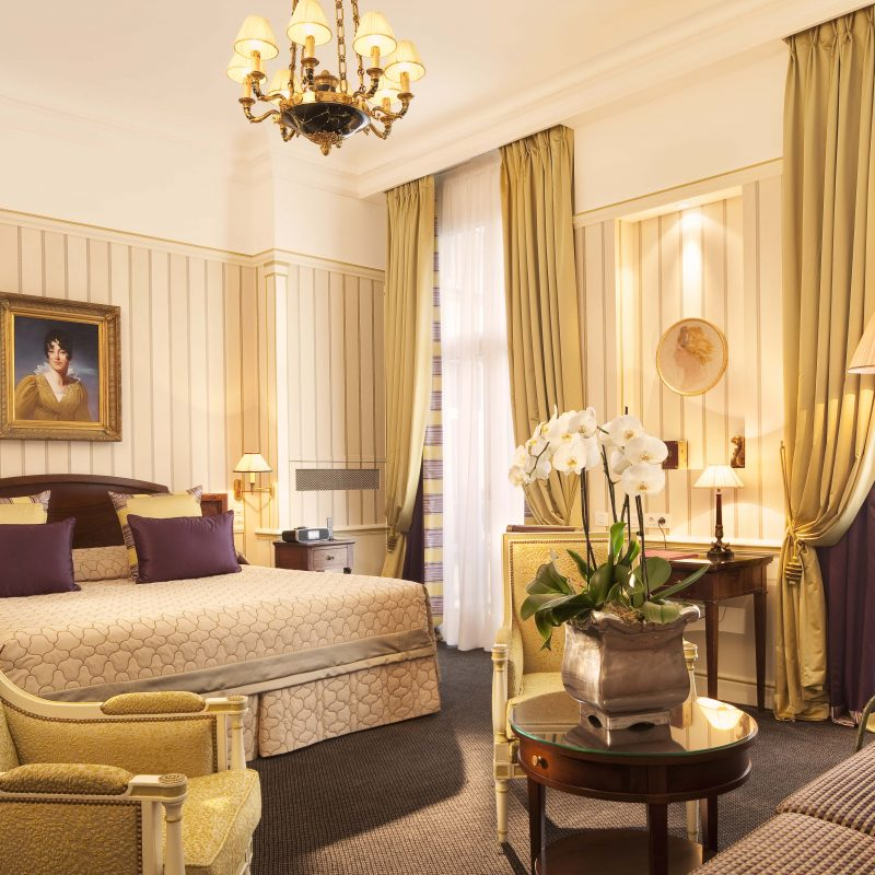 THE TOP FIVE MOST LUX HOTEL EXPERIENCES IN ALL OF FRANCE.