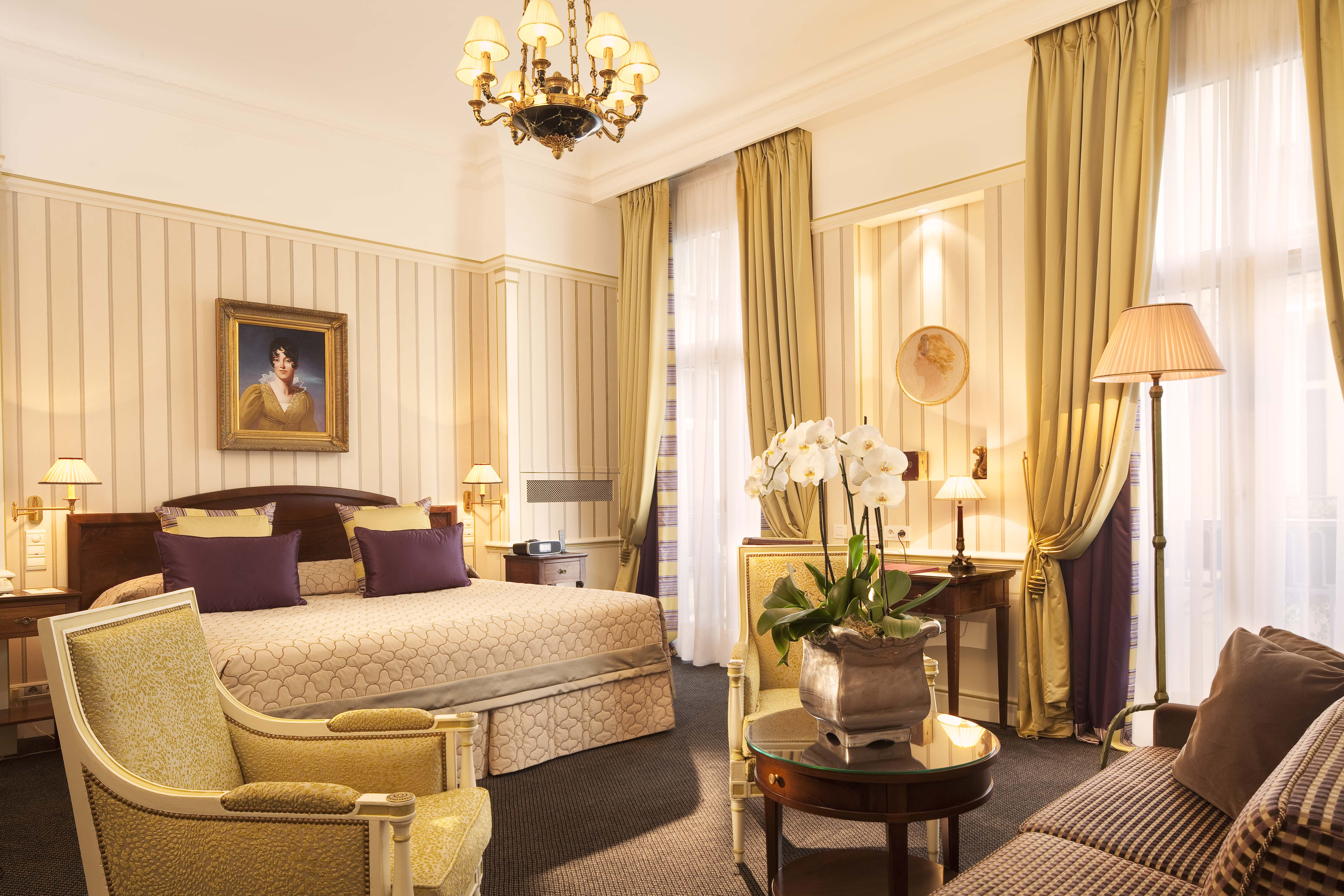 Image Courtesy of Hotel Napoleon, Paris.