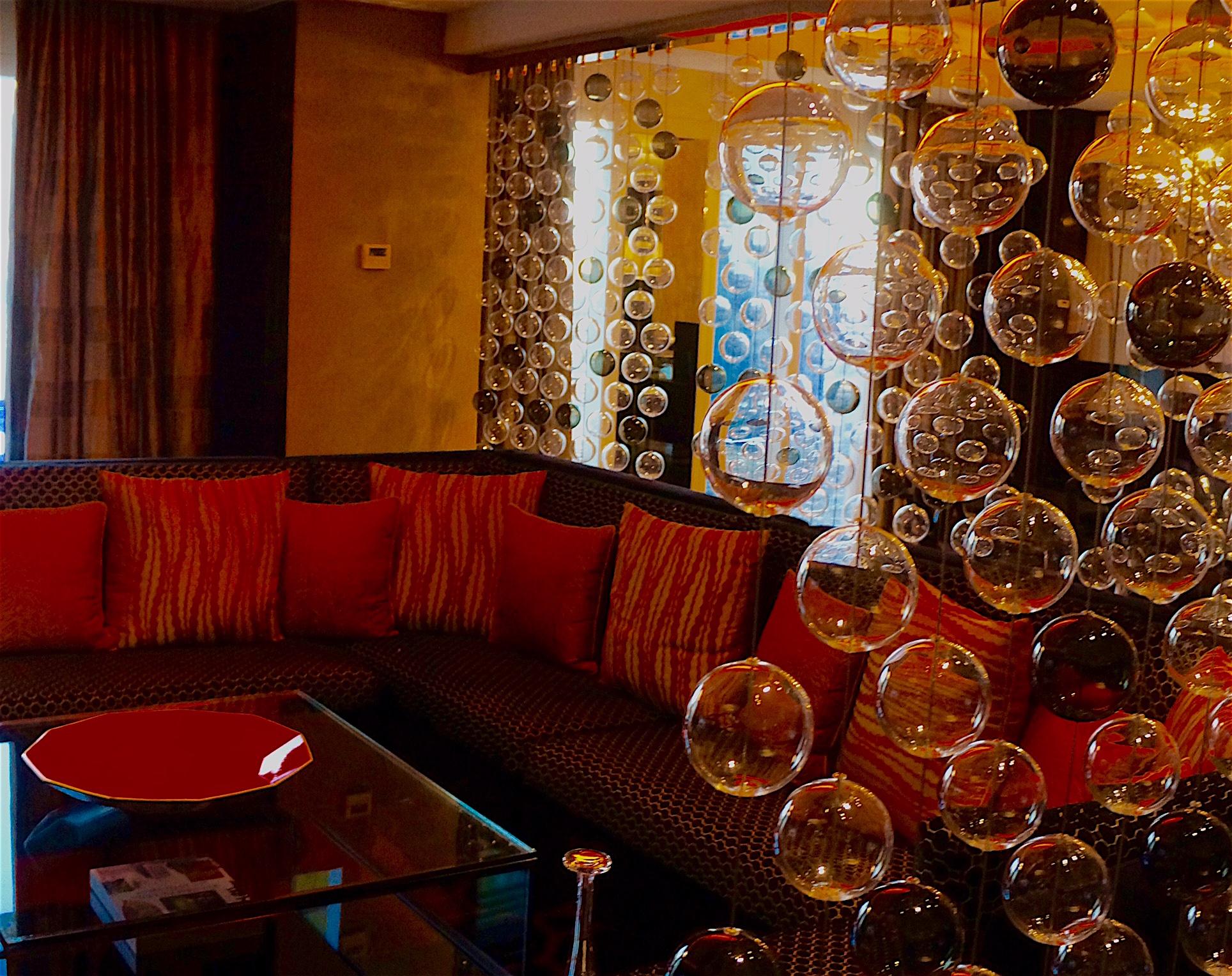 Close up Bubble Wall, Lounge Area