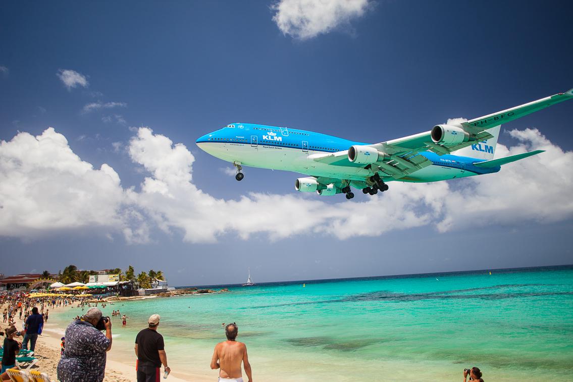 Picture of KLM landing at the tarmac at the Princess Juliana International Airport.