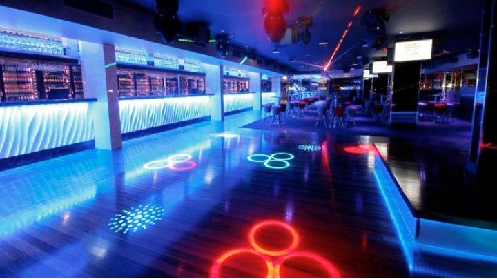 AUSTRALIA'S GOLD COAST AND IT'S MOST LUXURIOUS NIGHT CLUBS.
