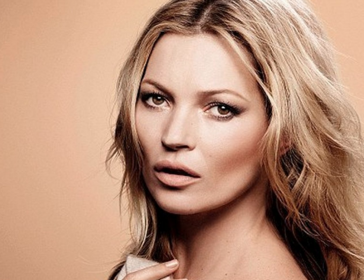 KATE MOSS' DAUGHTER LANDS HER FIRST VOGUE COVER.