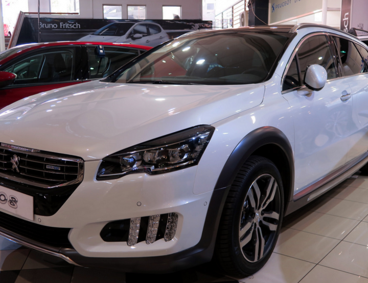 DRIVE IN LUXURY WITH THE PEUGEOT 508 RXH.