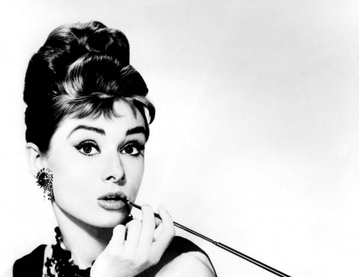 ACHIEVE AUDREY HEPBURN STYLE - ON YOUR OWN.