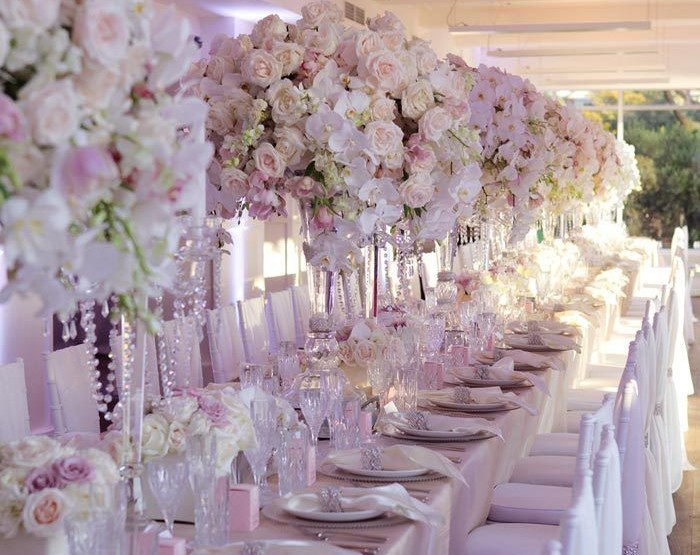 SOME OF THE MOST GLAMOROUS FLOWER ARRANGEMENTS USED IN WEDDINGS.