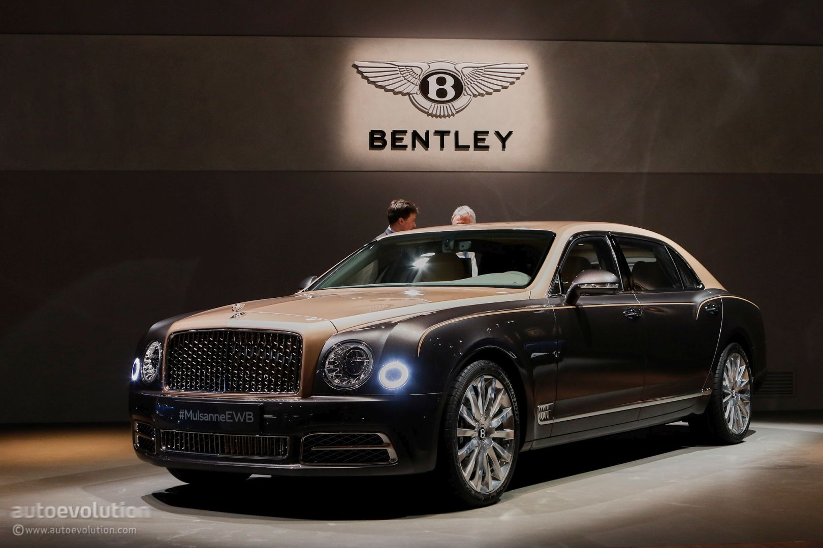 how-bentley-made-the-mulsanne-ewb-long-wheelbase-look-almost-normal-in-geneva_3